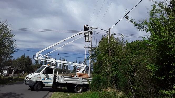 Intensos operativos de limpieza y mantenimiento de luminarias en distritos
