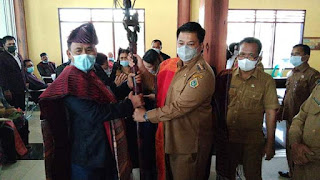 Bupati Vandiko Resmi Lantik Lembaga Adat dan Budaya Kabupaten Samosir