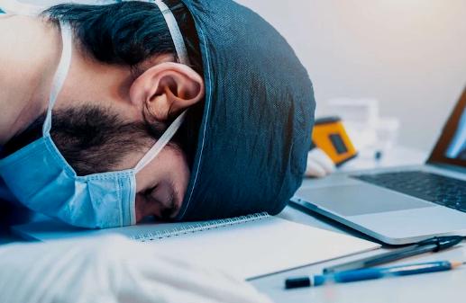 """انتشار جائحة """"كوفيد-19"""" يفضي إلى ارتفاع حالات القلق والاكتئاب بالعالم"""