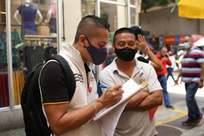 Trabajadores informales de la peatonal de la 18 recibieron capacitación en riesgos laborales