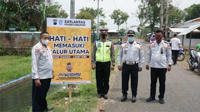 Polres Kebumen Pasang Papan Peringatan Daerah Rawan Kecelakaan di Kutowinangun
