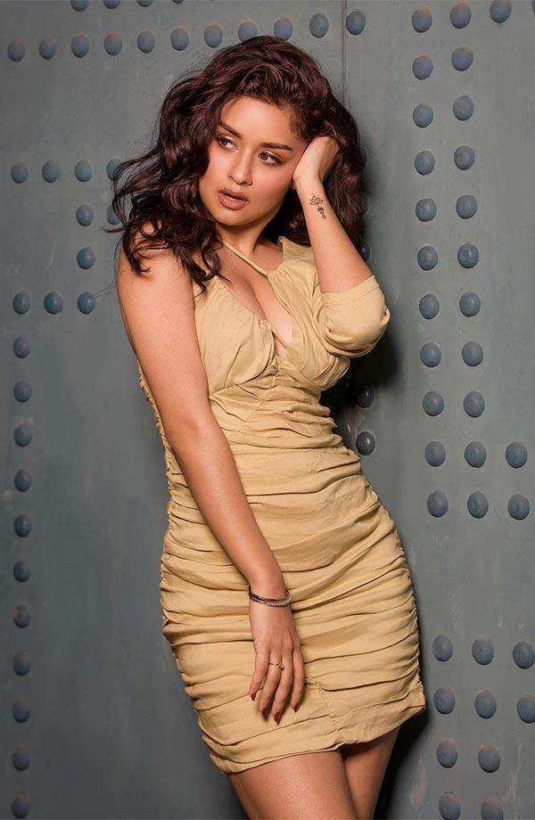 Avneet Kaur in this short tight dress raises the heat