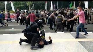 Viral Polisi Banting Mahasiswa Saat Unjuk Rasa, Ini Kata Kapolres Tangerang!