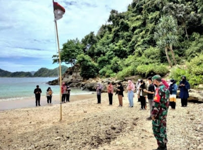 Koramil 10/Peukan Bada bersama HMI FKIP USK Gelar Upacara Pengibaran Bendera Merah Putih di Lhok Mata Ie