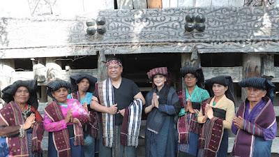Peringatan HUN tidak bisa dipisahkan, Tradisi menghargai dan melestarikan wastra budaya warisan nenek moyang.