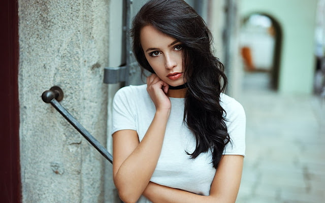 beautiful girl photo share chat