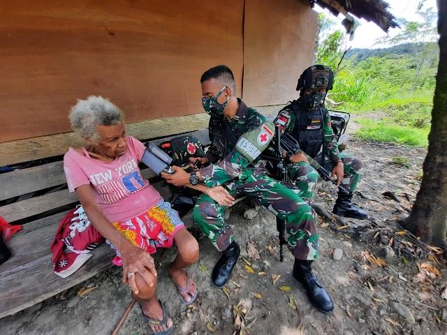 Pelayanan Kesehatan dari TNI Untuk Masyarakat, di Tapal Batas Papua