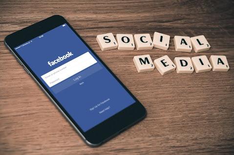 فيسبوك تغيير خاطيء في الإعدادات تسبب بتعطل المنصة لنحو 6 ساعات What Happened to Facebook, Instagram, & WhatsApp?