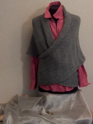 Wollen vestjes dames grijs, grijze wollen gebreide vesten.