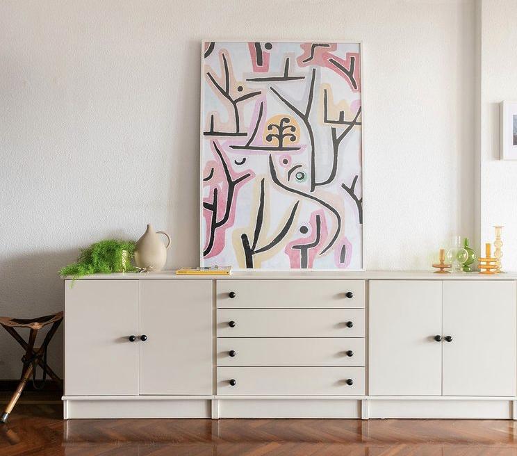 Mueble de comedor restaurado y pintado