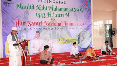 Bupati Tanjab Barat Beserta Istri Hadiri Peringatan Maulid Nabi sekaligus Hari Santri Nasional di Masjid Syekh Utsman