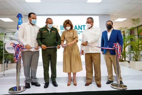 Vicepresidenta Raquel Peña inaugura oficina de licencias de conducir en el Intrant