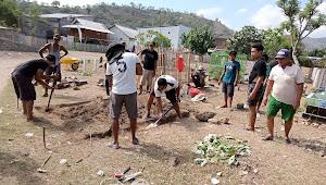 Dengan Dana Swadaya, Pengurus RW.03 Sigi Bangun Gudang Peralatan Kuburan | SorotNTB