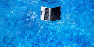Tips Menangani Laptop Yang Terendam Air