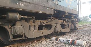 ताप्ती गंगा एक्सप्रेस ट्रेन का इंजन पटरी से उतरा, बड़ा हादसा टला | #NayaSaberaNetwork