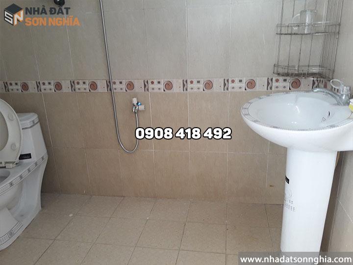 Toilet sạch sẽ, nhà mới khang trang
