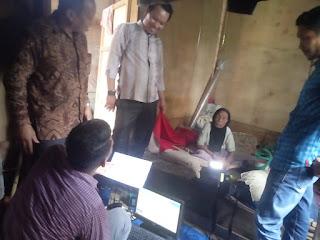 Dukcapil Aceh Timur Sambangi Penyadang Disabilitas Laksanakan Rekam e-KTP