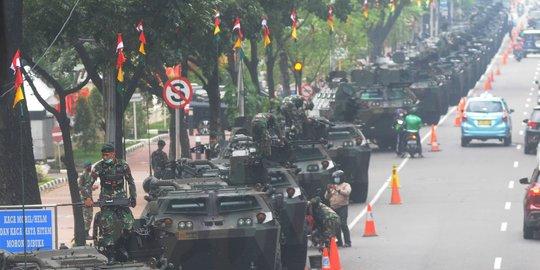 Masyarakat Terkejut Lihat Ratusan Alutsista 'Kepung' Istana Merdeka, Ada Apa?