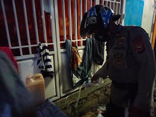 Rutin Patroli , Tim BKO Polres Pelabuhan Makassar Bubarkan Warga yang Asik Minum Ballo