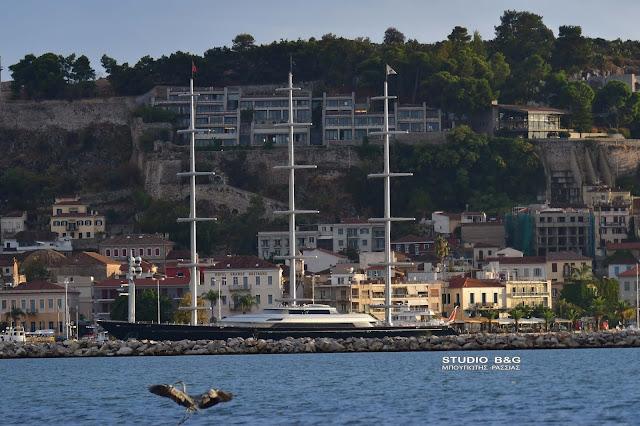 """Στο Ναύπλιο το θρυλικό τεράστιο ιστιοφόρο """"Γεράκι της Μάλτας"""""""