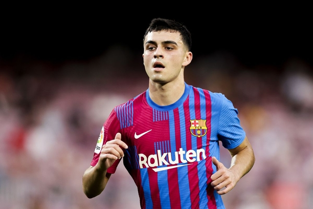 Pedri agrees to a one-billion-euro release clause in his Barcelona contract.