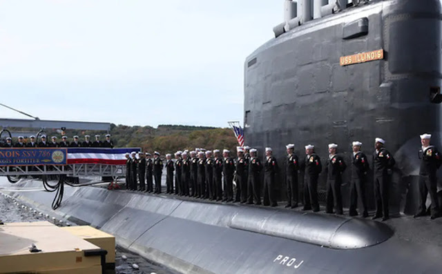 A US Navy nuclear engineer and his wife are accused of spying for trying to sell nuclear submarine information to a foreign power.