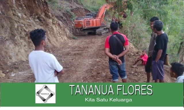 Masyarakat  Tanda Au  Desa Hangalande Baru mendapat Akses Jalan Raya