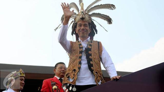 Katanya Berbeda dengan Pemimpin Penipu, Profesor Singapura Ini Umbar Kehebatan Jokowi Bagai Dewa
