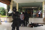 Pasukan Brigif Raider 13 Kostrad Lumpuhkan Teroris Yang Menyandera Sekda Sumedang
