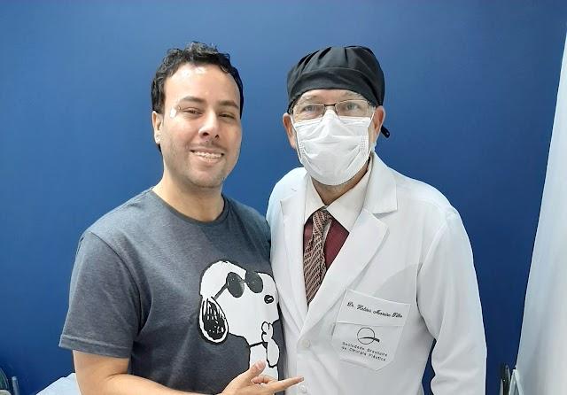 Jornalista Anderson Lopes remove sinais e verrugas da face com Dr. Helder Moreira Filho