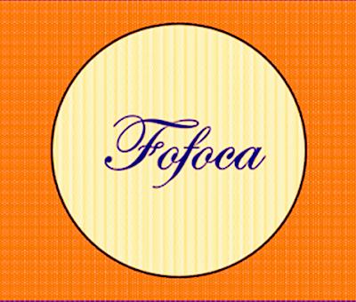 A imagem de fundo laranja e no centro um círculo de fundo claro onde está  escrito a palavra fofoca. A fofoca é um dos péssimos hábitos de alguns seres humanos, que são ofensivos aos outros humanos. Esse hábito maledicente é semelhante a gases tóxicos quando vasa de uma indústria.