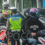 Bolehkah Polisi Memeriksa HP Orang Lain Saat Patroli atau Razia di Jalan?
