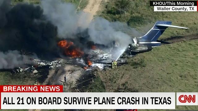 Αεροσκάφος στις ΗΠΑ συνετρίβη και τυλίχθηκε στις φλόγες - Σώθηκαν και 21 επιβαίνοντες (βίντεο)