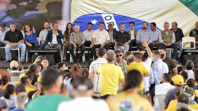 Em Russas, Bolsonaro confirma Auxílio Brasil de R$ 400 e promete não furar teto de gastos