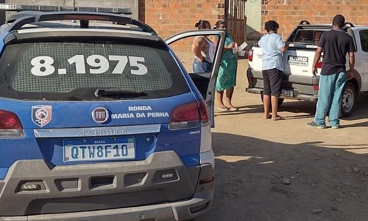 PMs distribuem sopa em comunidades carentes de Jequié