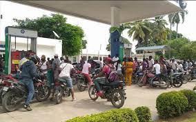 Desborde de haitianos hacia la frontera por gasolina