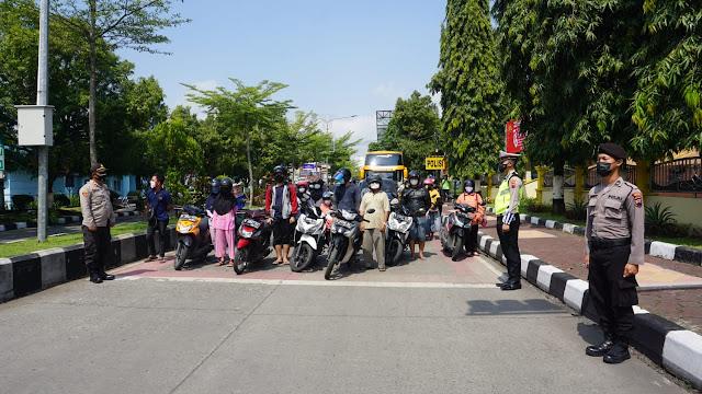 Detik-detik Proklamasi Pengguna Jalan di Purbalingga Berhenti Sejenak
