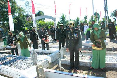 Danrem 012/TU Pimpin Upacara Ziarah Serta Tabur Bunga Di TMP Di Dampingi Kasrem Dan Dandim 0105/Abar