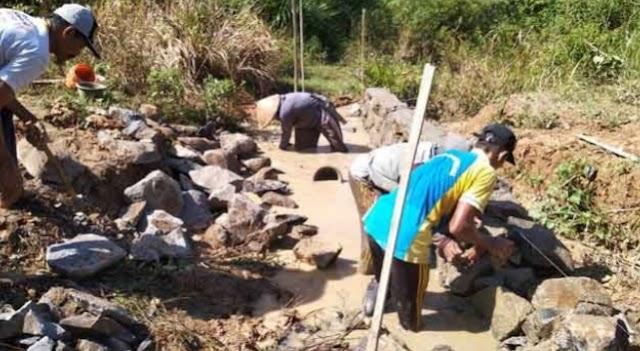 Kampung Ringin Sari Manfaatkan Dana Desa dan Bagikan BLT ke Masyarakat