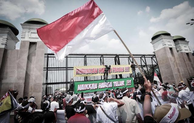 Puluhan Massa Gabungan Peternak dan Mahasiswa Tagih Janji Presiden Jokowi