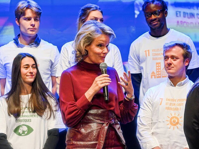 Queen Mathilde wore a burgundy, wine red silk blouse from Natan and a burgundy leatherette, imitation leather belted skirt from Natan