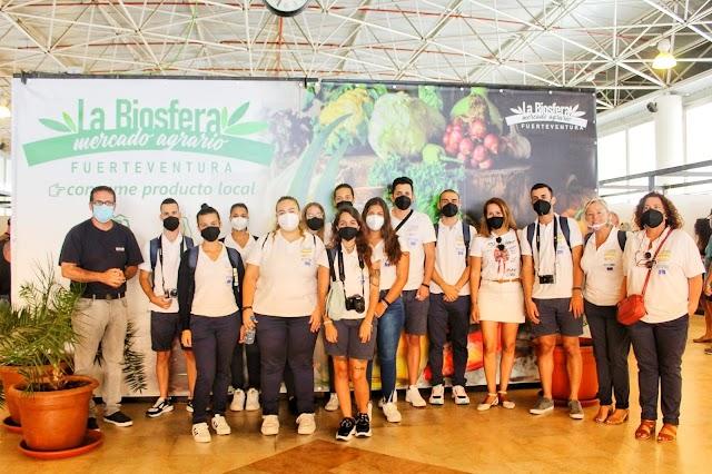 Jóvenes del PFAE-GJ FuerteVisible colaboran en la presentación de los productos locales de Fuerteventura en el Salón Gourmets de Madrid