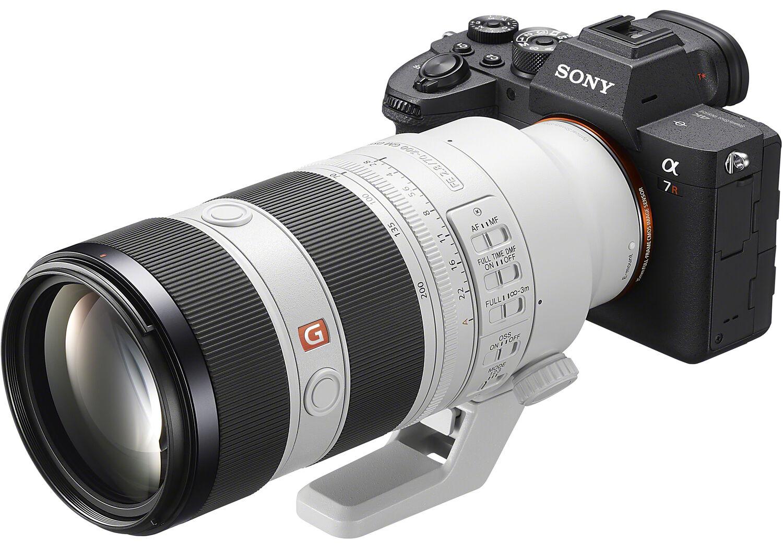 Объектив Sony FE 70-200mm f/2.8 GM OSS II с камерой Sony