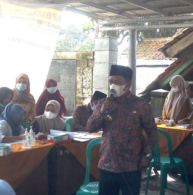 Kepala Desa Padakembang Tinjau Langsung Pelaksanaan Vaksinasi Tahap 1 dan 2