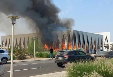 السيطرة على حريق كبير بقاعة مهرجان الجونة السينمائي قبل افتتاحه غدًا