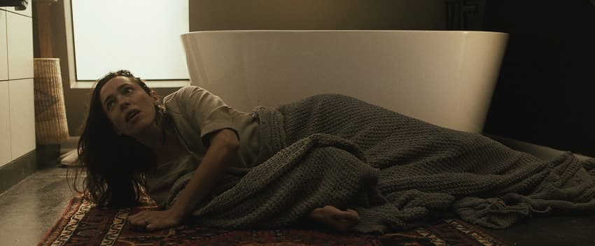 Рецензия на фильм «Дом на другой стороне» - новый хоррор режиссёра «Ритуала» - 01