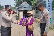 Peduli, Satsamapta Polres Serang Kembali Salurkan Bansos kepada Warga terdampak Covid-19
