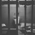 Detento condenado por estupro tem pênis cortado e colocado na boca