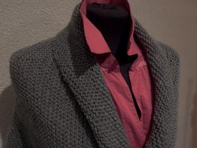 Grijs damesvestje, gebreide grijze vesten, handgebreid vestje, gebreidesjaals.