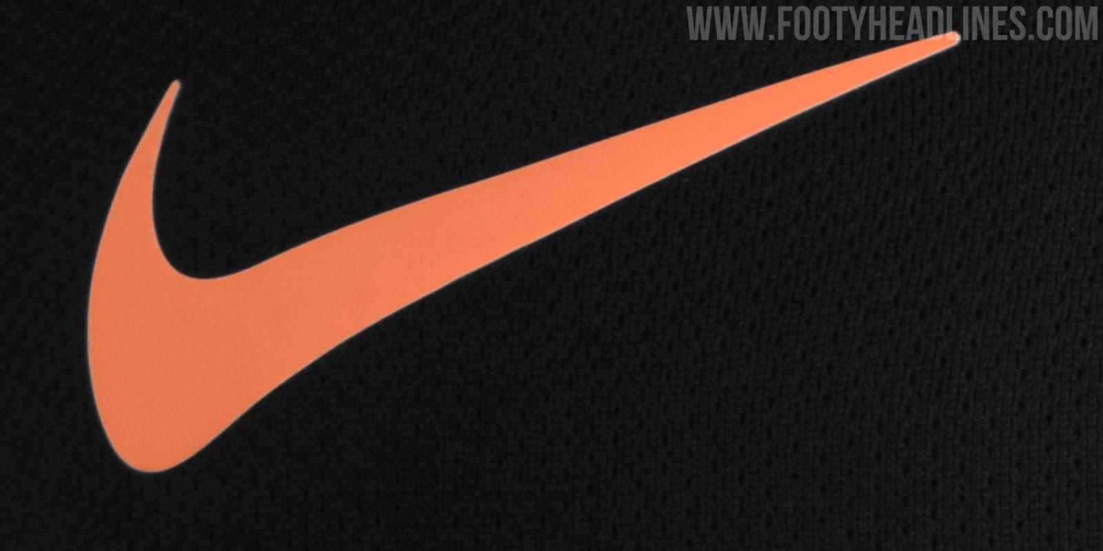 Footy Headlines filtra esta camiseta para el año que viene...¿vuelve el escudo? 2